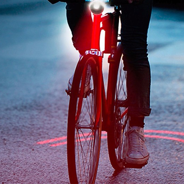 Night riding: cherish life, please install bike safety light