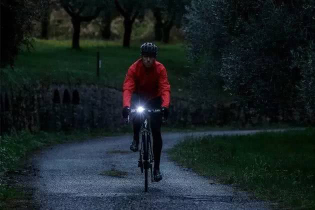 What factors need to be considered when choosing a riding light?